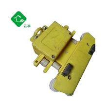4极受电器JD3/4 16/25 滑触线三四极行车,集电器是滑触线系统中的主要装置。机械结构的张力装置决定